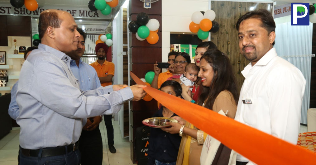 AMULYA MICA has opened a Design Studio at Bhatinda, Punjab in association with Jindal Plywood Gallery on September 26, 2018. The gallery was opened by Amulya Mica's MD Mr. Rakesh Agarwal in presence of entire Punjab sales Team and other dignitaries.