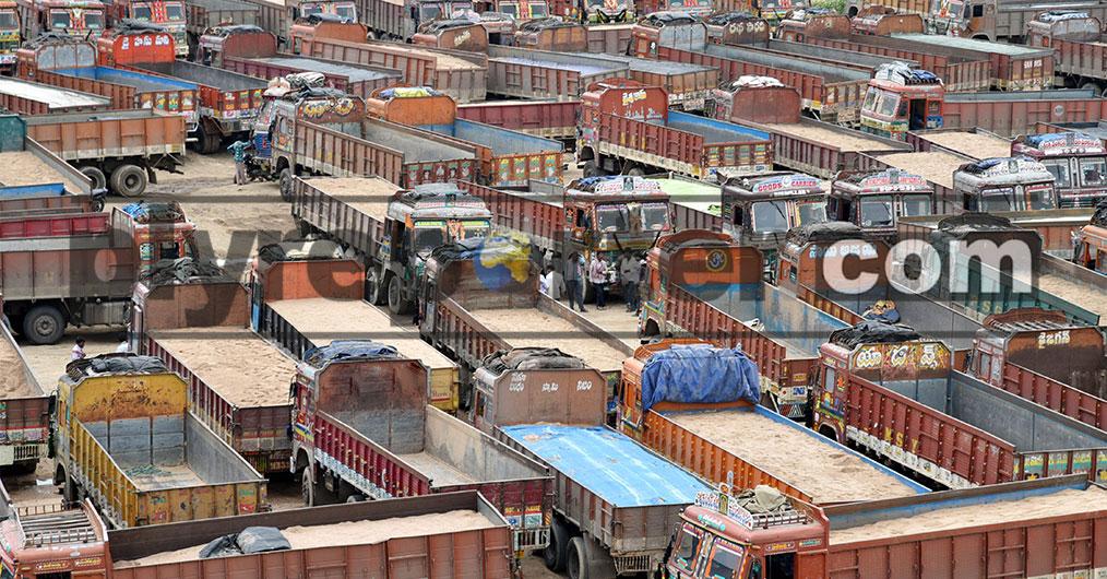 एक हफ्ते के लंबे समय तक ट्रकों के हड़ताल ने जुलाई महीने में सभी कच्चे माल और वुड पैनल मेटेरियल के आवागमन और उठान को बुरी तरह प्रभावित किया।